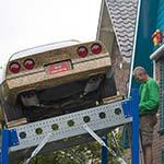 Corvette als kunst in de voortuin in Hoofddorp