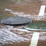 Straten in Zandvoort afgezet vanwege wateroverlast door hevige regenval
