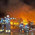 Zeer grote brand legt loods in Hoofddorp in de as