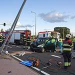 Automobilist knalt tegen lantaarnpaal op de Schipholweg
