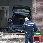 Automobilist (21) rijdt woning binnen in Heemskerk
