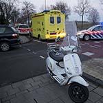 Scooterrijdster gewond na aanrijding met auto op de Eksterlaan