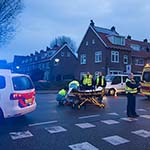 Fietsster gewond na aanrijding met auto op de Lorentzkade