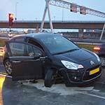 Forse schade na ongeval op de Rijkerstreek in Rozenburg