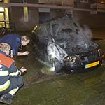 Auto in de brand gevlogen aan de Schuilenburg in Haarlem