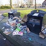 Afval gedumpt naast ivm oud en nieuw gesloten containers