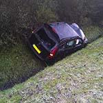 Auto total-loss na ongeval door gladheid op de N206 bij De Zilk