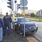 Automobilist klapt op R-Net bus in Vijfhuizen