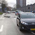Fietser gewond na aanrijding met auto op de Prins Bernhardlaan