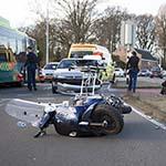 Scooterrijder gewond bij aanrijding met auto op de Hoofdstraat