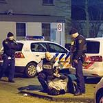 Agenten in kogelwerende vesten houden man in Haarlem-Noord aan