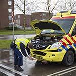 Vrouw gewond bij aanrijding tussen ambulance en personenwagen