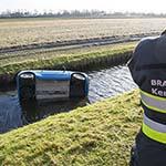 Wederom voertuig te water langs de Spaarneweg in de Cruquis
