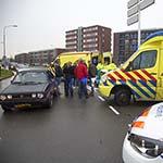Fietsster geschept door automobilist op de Vondelweg in Haarlem