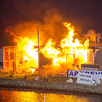 Tuinhuis volledig in vlammen opgegaan in Santpoort-Zuid