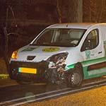 Alcomobilist ziet vluchtheuvel met verkeersbord over het hoofd