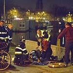 Fietser raakt te water in het Spaarne bij de Schalkwijkerstraat in Haarlem