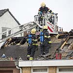 Dak gesloopt bij woningbrand aan de Assendelverstraat in Haarlem