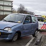 Auto op zijn kant na aanrijding op de Europaweg in Haarlem
