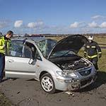 Automobiliste raakt van de weg en slaat over de kop in Badhoevedorp