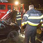 Automobilist rijdt door na aanrijding met paal
