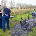 Gestolen bromfiets in de brand gestoken bij de Westbroekerplas