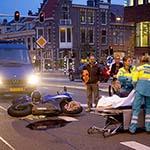Motorrijder gewond op de Zijlvest in het centrum van Haarlem