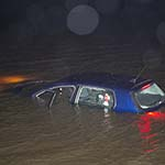 Auto te water langs de Provincialeweg N203 bij Uitgeest