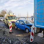 Automobilist knalt op vrachtwagen op de Spaarndamseweg
