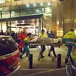 Bejaarde man ernstig gewond na val bij onwelwording
