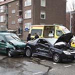 Veel schade bij aanrijding op het Pleiadenplantsoen in IJmuiden