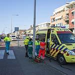 Wielrenner ernstig gewond na botsing tegen paal op de Hagelingerweg