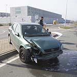 Automobilist botst tegen vrachtwagen op de Sloterweg