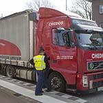 Last voor treinverkeer Haarlem-Leiden door te hoge vrachtwagen