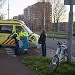 Fietsster gewond na aanrijding met auto op de Zomervaart