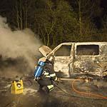 Busje compleet uitgebrand aan de Lijnderdijk in Zwanenburg