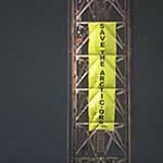 Greenpeace legt boorplatform vast in IJmuiden