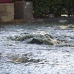 Wateroverlast in Badhoevedorp na leidingbreuk