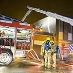 Grote brand bij palingrokerij aan de Loggerstraat in IJmuiden