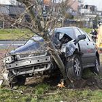Automobilist loopt weg na aanrijding op de IJmuiderstraatweg