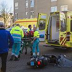 Scooterrijder gewond na aanrijding op de Zwanebloembocht in Velserbroek