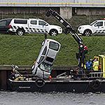 Automobilist met auto te water op de Noordersluisweg en overleden